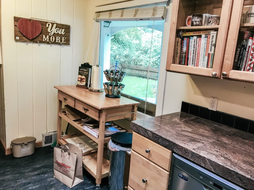 Nook with rolling cart