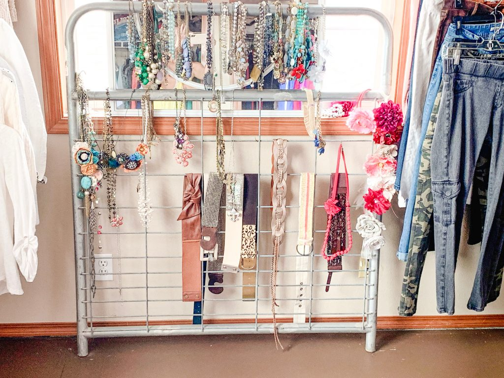 Creative Jewelry Organizing - Display Gate