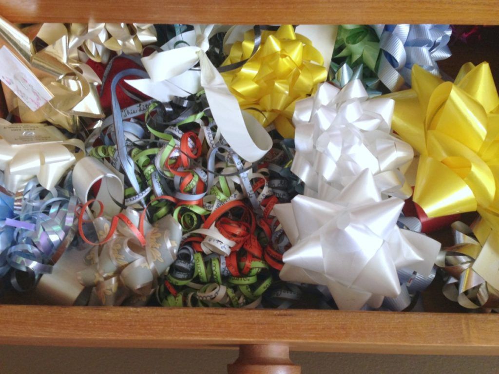 Creative Gift Wrapping Station Hacks - bow drawer