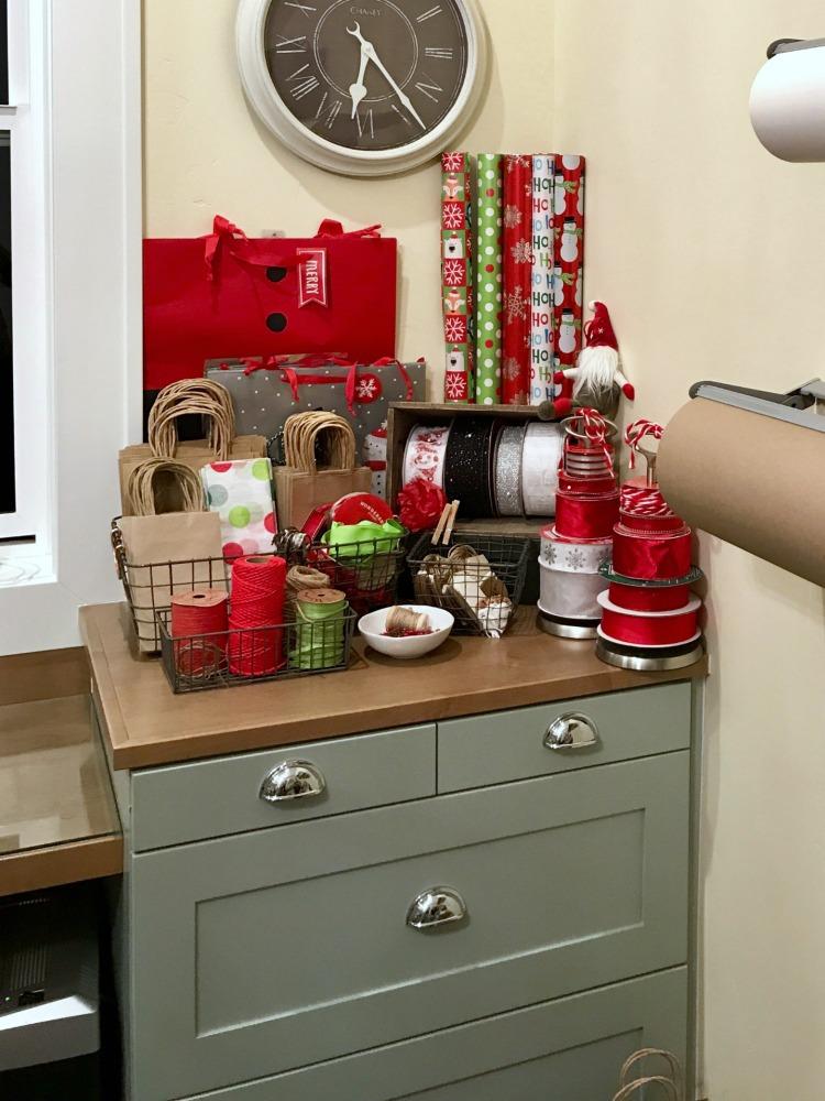 Creative Gift Wrapping Station Hacks - Christmas