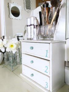 Master-Bathroom-Organizing-Ideas-Makeup-Brushes