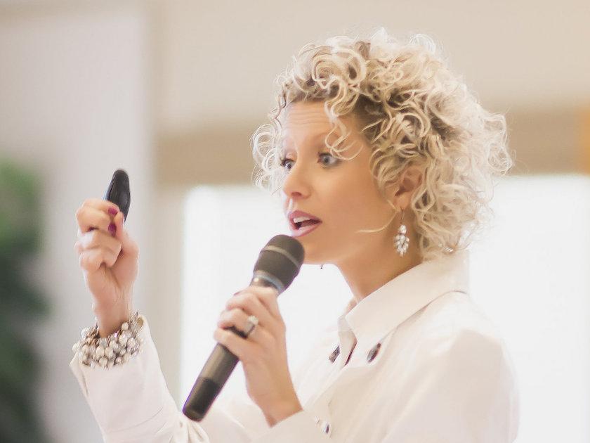 Organizing Expert Speaker - Hire Vicki Norris